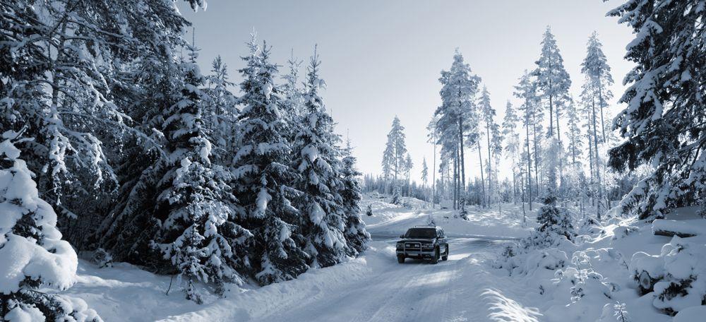 4x4 Car Driving Snowy Terrain